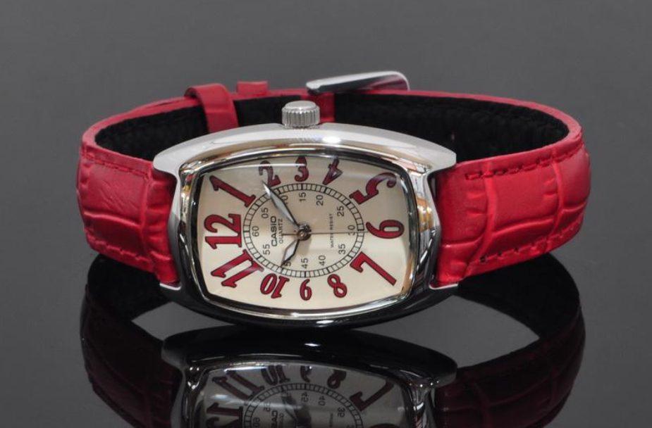 mệnh hỏa đeo đồng hồ màu gì-1