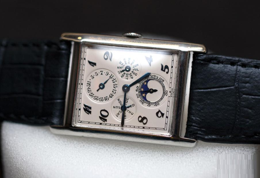 Đồng hồ đeo tay Audemars Piguet trang bị bộ máy calibre 10GHSM