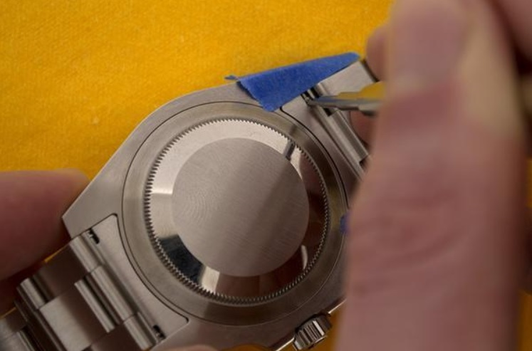 Các bước thực hiện thay dây da cho đồng hồ dây kim loại_3