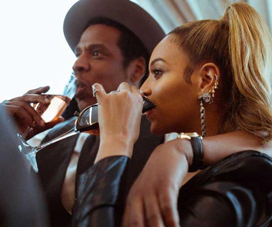 Rapper_Jay-Z_người_đang_sở_hữu_chiếc_đồng_hồ_Rolex_lịch_vạn_niên