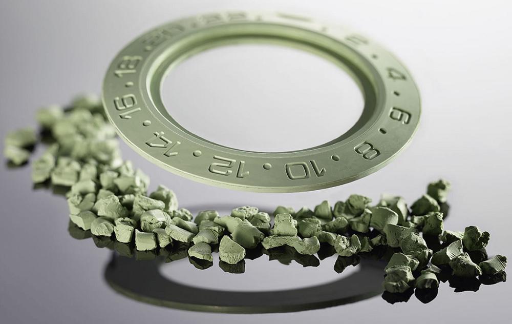Rolex Cerachrom tạo hình từ bột gốm