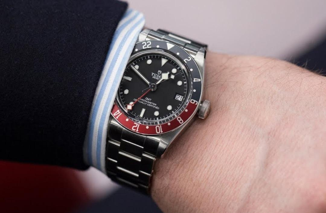 Đánh giá đồng hồ Tudor black Bay GMT-1