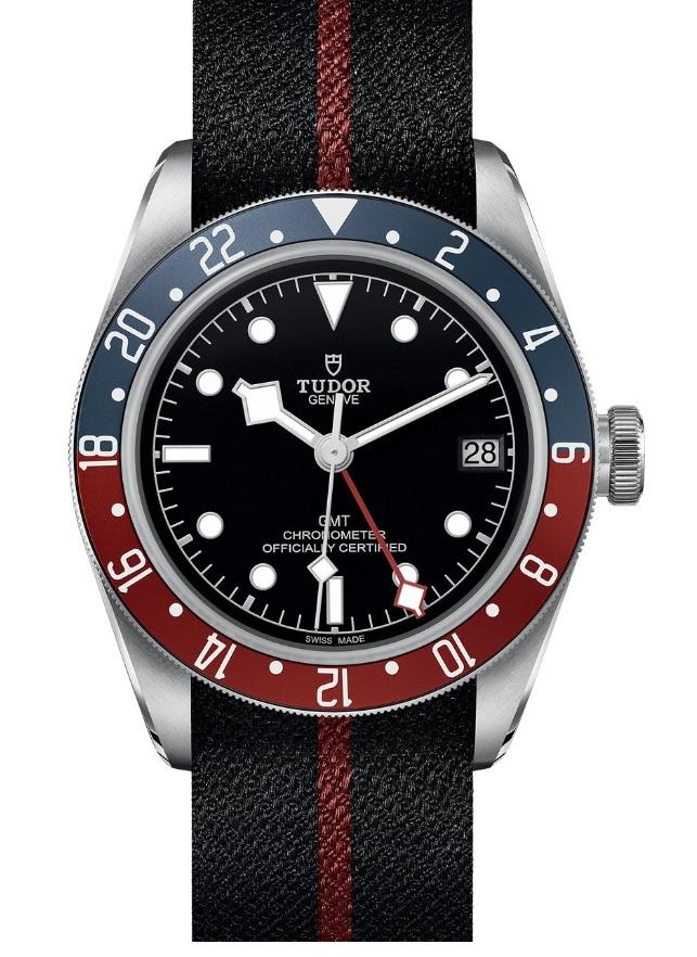 Đồng hồ Tudor black Bay GMT phiên bản dây vải