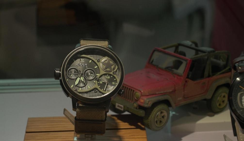 Đồng_hồ_Jeep-tất_nhiên_là_lấy_cảm_hứng_từ_xe_Jeep