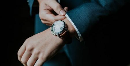 Hãy làm sạch đồng hồ của bạn hàng ngày