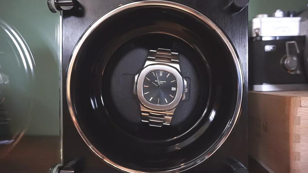 Có nên mua hộp quay cho đồng hồ tự động?