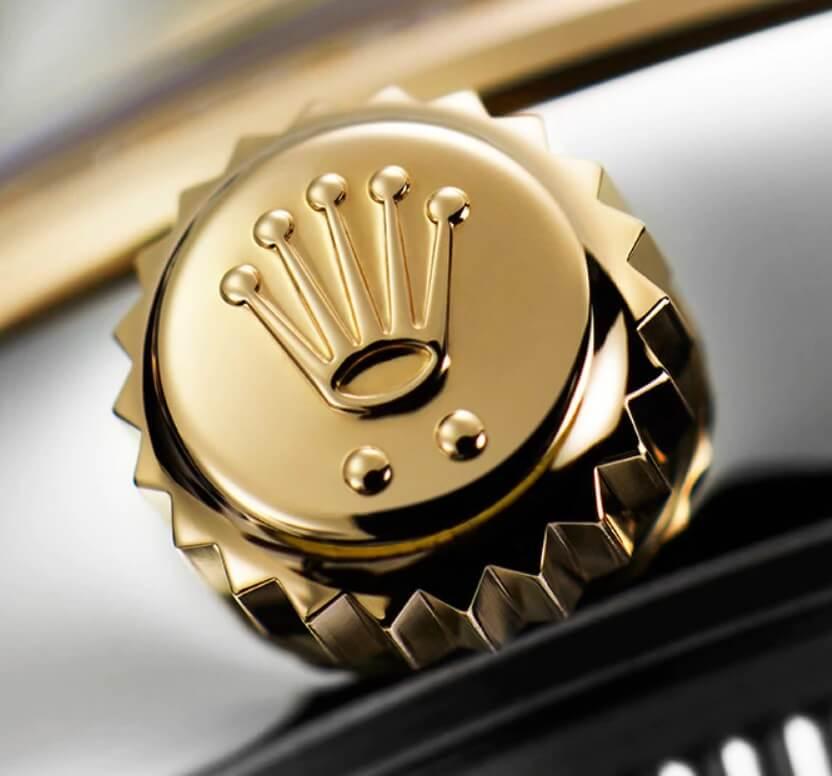 Logo Rolex trên núm vặn đồng hồ Rolex