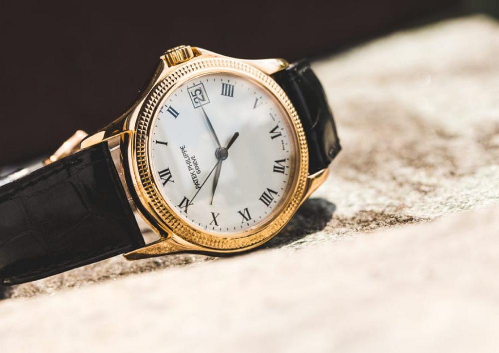 Đồng hồ phù hợp với bộ đồ Comple