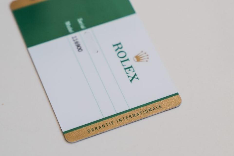 Thẻ bảo hành bằng nhựa của Rolex