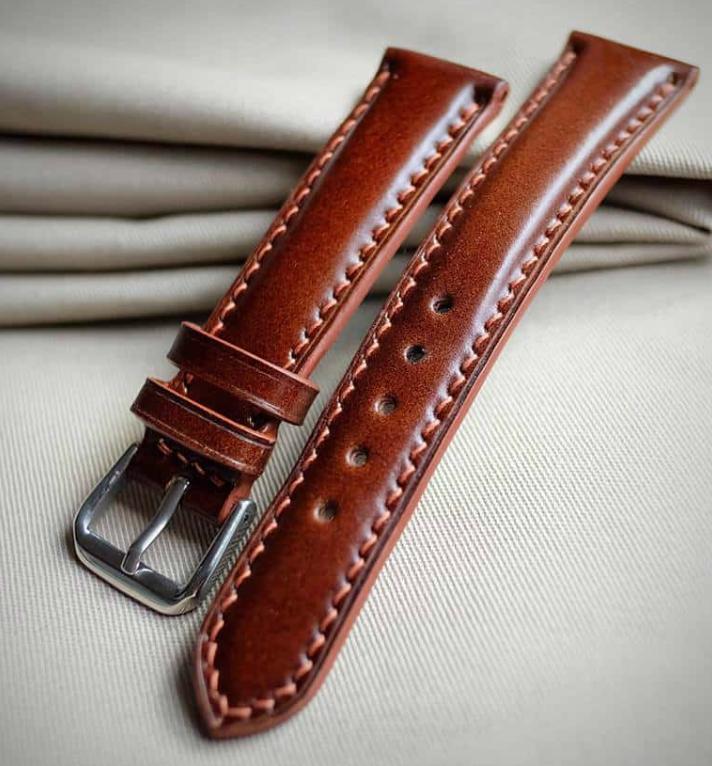 Cách vệ sinh dây da đồng hồ đeo tay được làm bằng da trơn