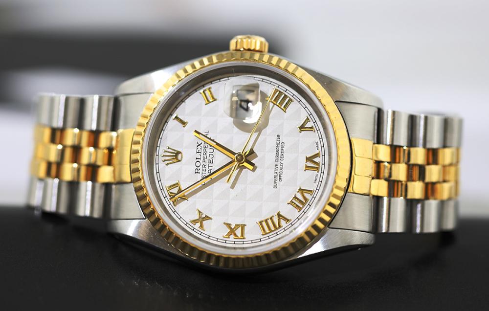 Mặt đồng hồ Rolex dành cho ăn mặc