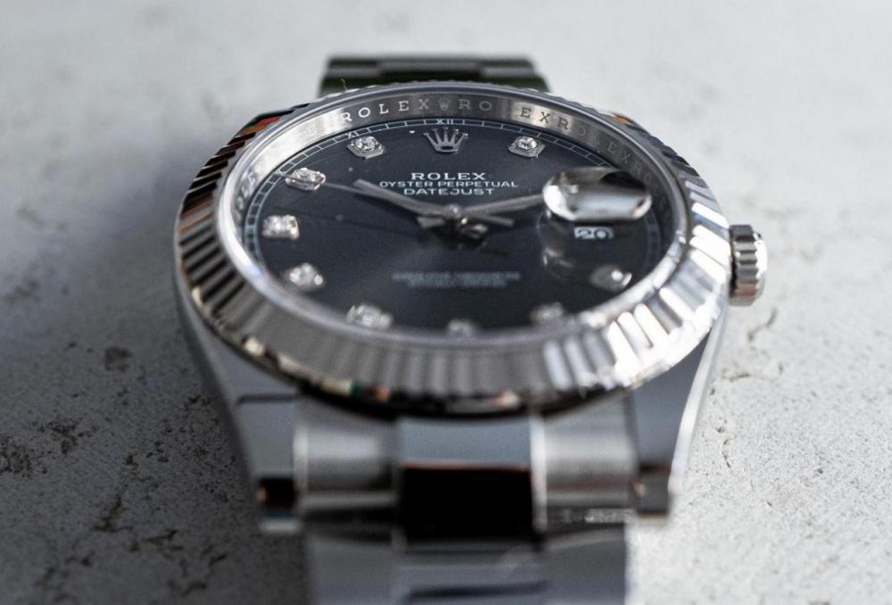 Rolex Datejust sử dụng mặt kính Sapphire