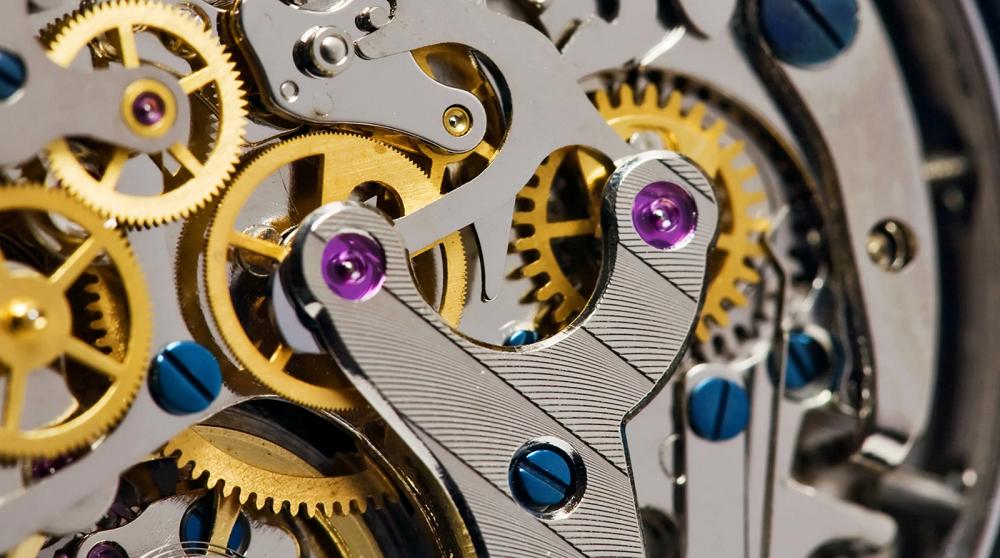 Chân kính bên trong một bộ máy đồng hồ