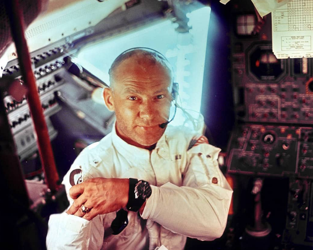 Aldrin đeo chiếc đồng hồ Speedmaster Moonwatch