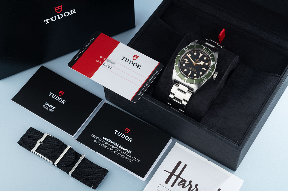 Đồng hồ Tudor đi kèm thẻ bảo hành và phụ kiện
