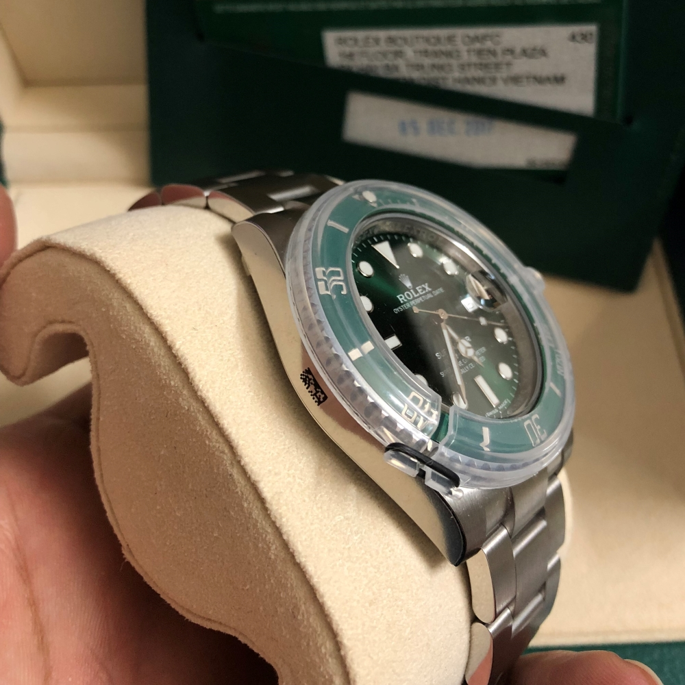 rolex-submariner-hulk-116610lv-dial-green-fullbox-2017-new-3