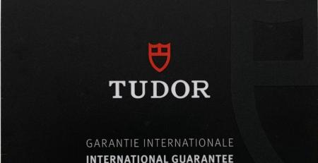 Mặt trước thẻ bảo hành Tudor mới 2020