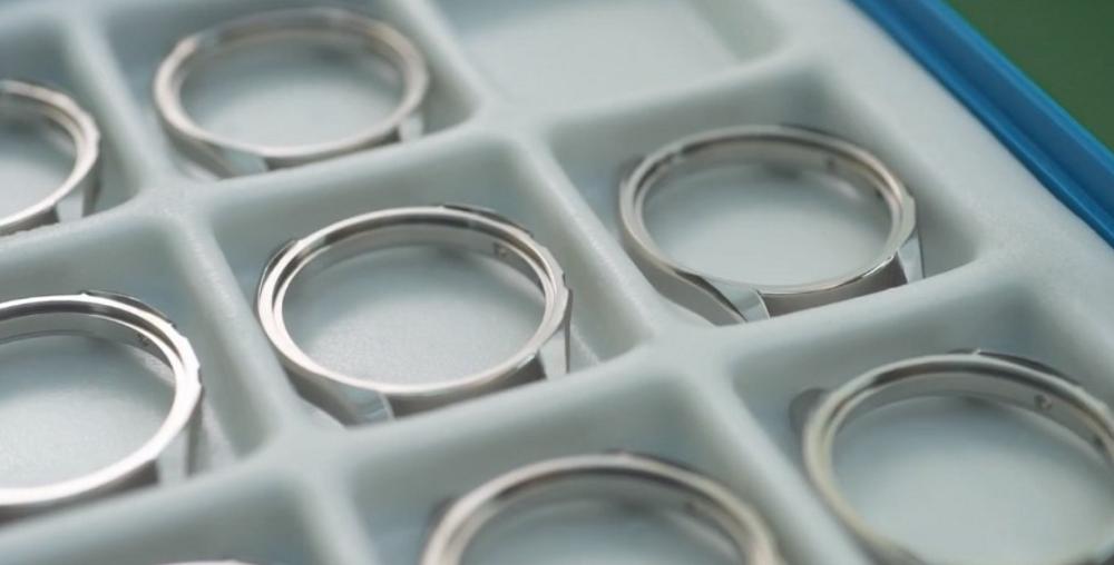 Vỏ đồng hồ Citizen Chronomaster làm bằng vật liệu Super Titanium