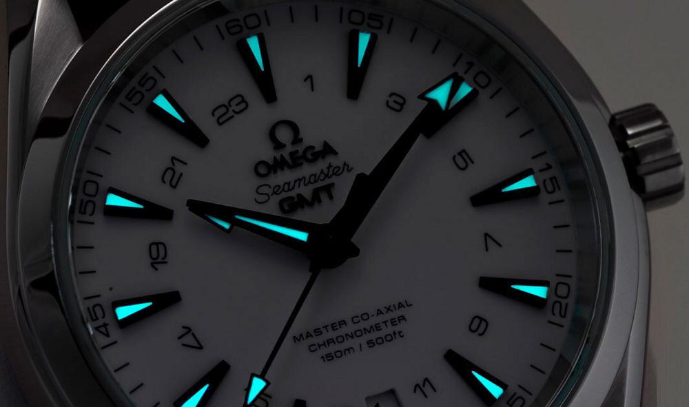 Đồng hồ Aqua Terra GMT với vật liệu phát quang Luminescent