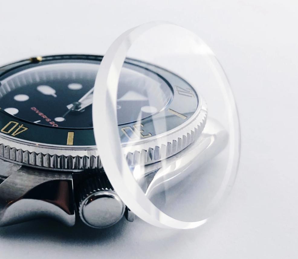 Mặt kính đồng hồ là gì và tại sao nó lại quan trọng?