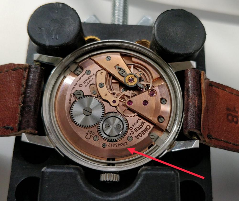 Tra số Seri đồng hồ Omega trên bộ máy của đồng hồ
