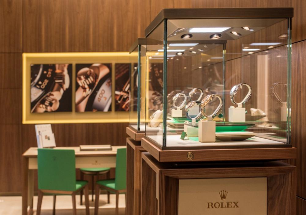 Bảo quản đồng hồ Rolex ở tủ trưng bày