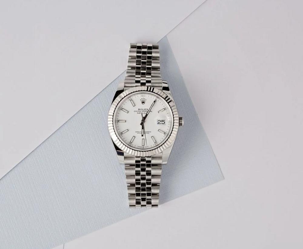 Đồng hồ Rolex Datejust 126334 mặt số màu trắng và dây đeo Jubilee