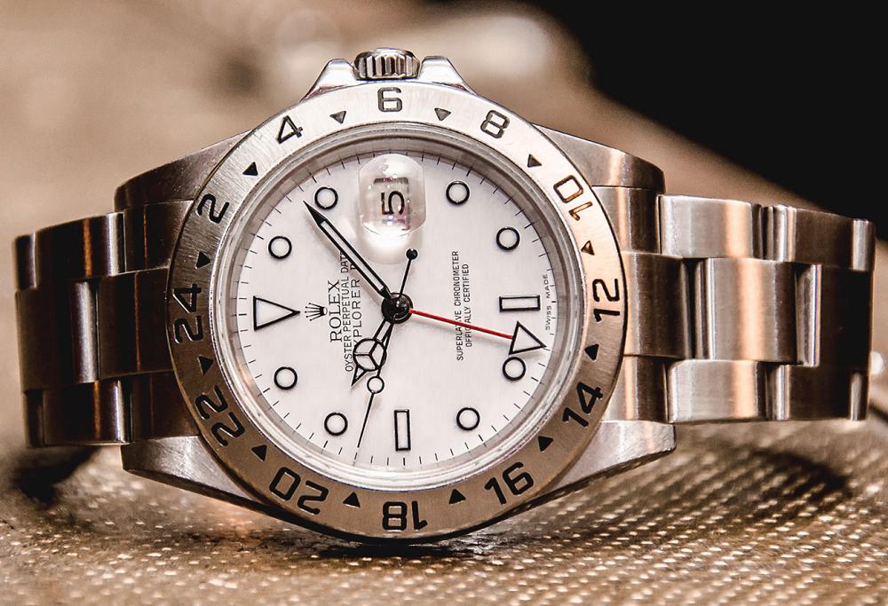 Xem giờ GMT trên đồng hồ Rolex Explorer II của bạn