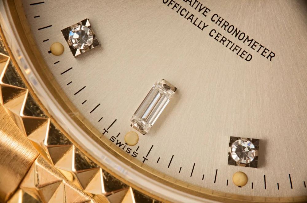 Đồng hồ Rolex kim cương xuất xưởng so với đồng hồ Rolex gia công tùy chỉnh