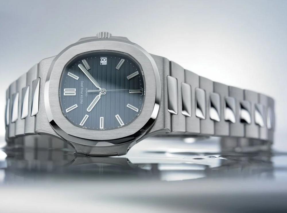 Giá bán lẻ đồng hồ Patek Philippe Nautilus