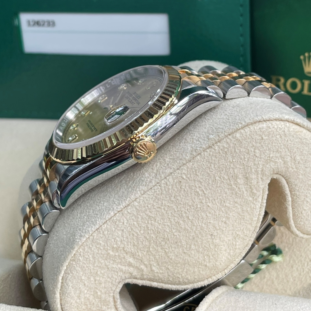 Dong-ho-Rolex-Datejust-126233-Champagne-Dial-Demi-vang-18k-1