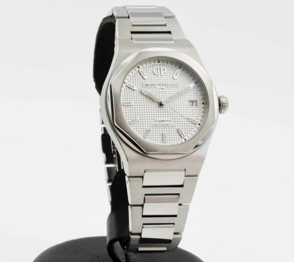 Đồng hồ Girard-Perregaux Laureato 81005-11-131-11A - Size 38mm