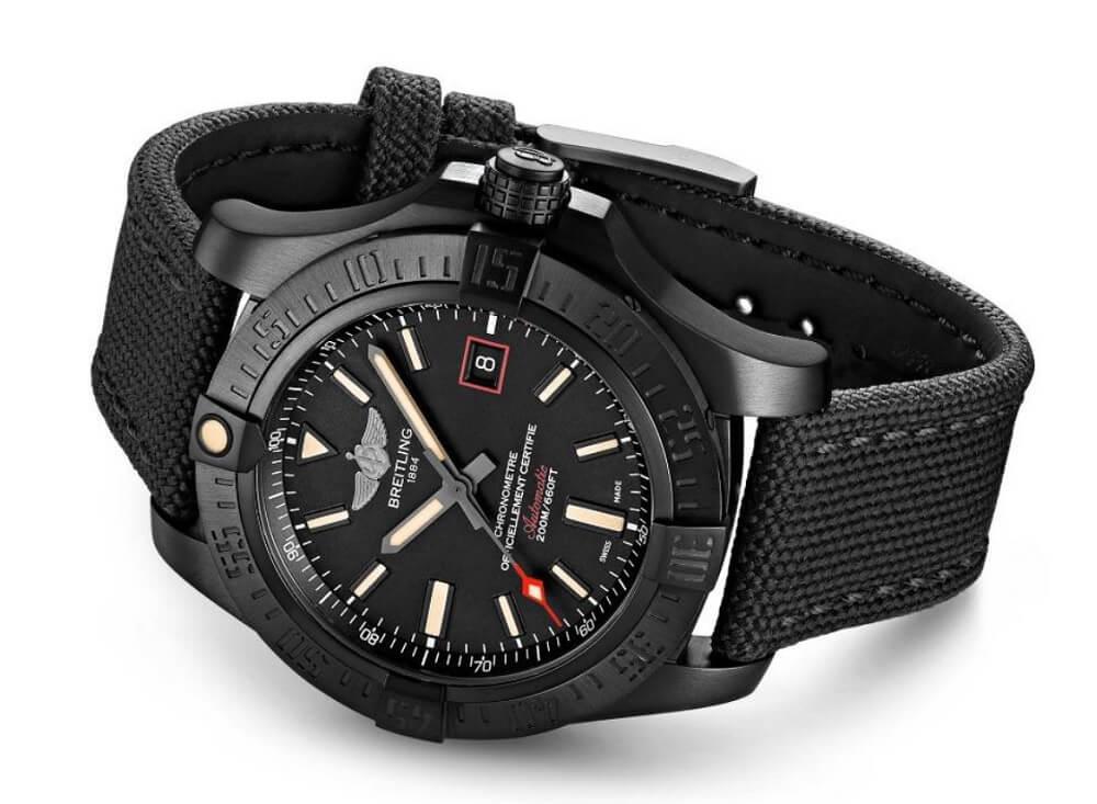 Breitling Avenger Blackbird mẫu đồng hồ hiện đại trên Blackbird 1995