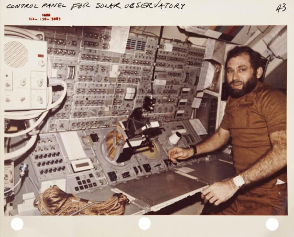 Đại tá William Pogue đeo đồng hồ Seiko 6139-6005 vào không gian